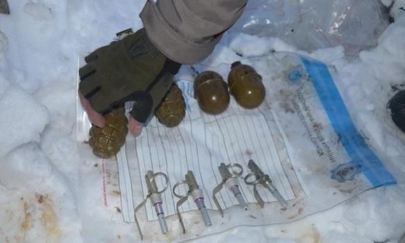 НаИвано-Франковщине нашли три тайника сбоеприпасами