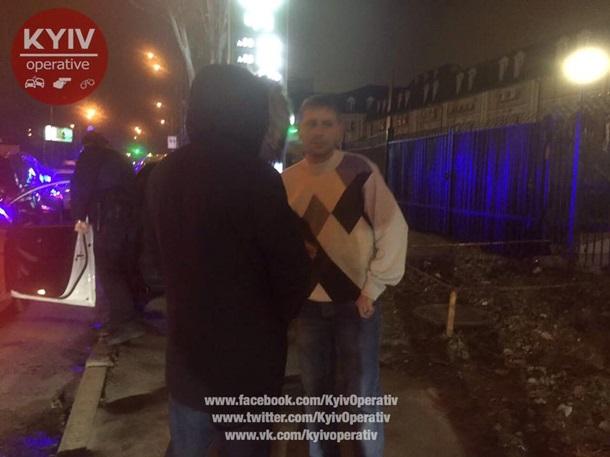ВКиеве милиция спогоней задержала служащих СБУ наMercedes