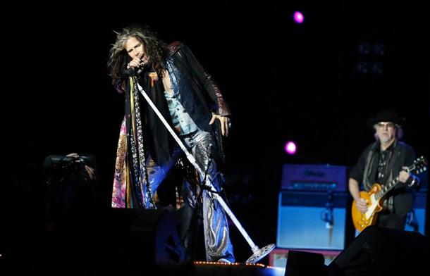 Лидер Aerosmith помолвлен с 28-летней ассистенткой – СМИ