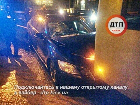 ВКиеве Лексус въехал втроллейбус, есть пострадавшие
