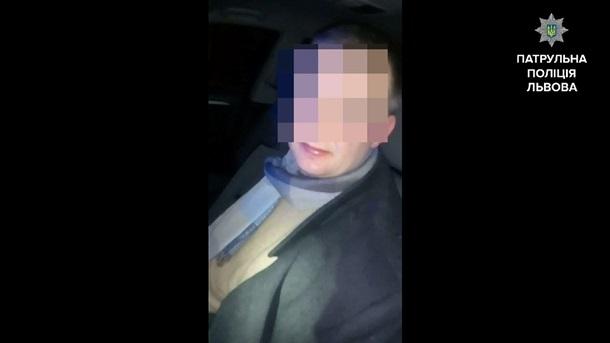НаЛьвовщине нетрезвый водитель уснул зарулем