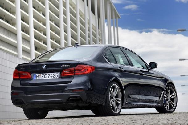 BMW представила потужну оновлену  п ятірку