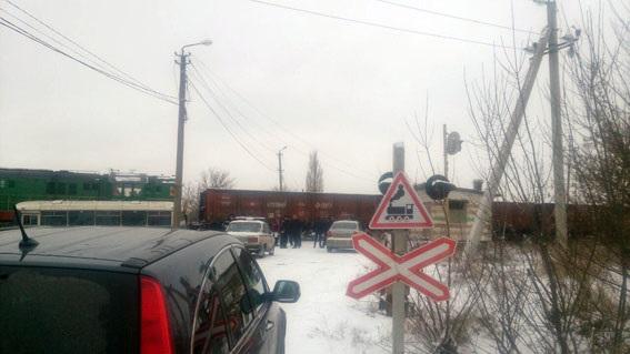 Напереезде вДонецкой области поезд протаранил автобус сшахтерами