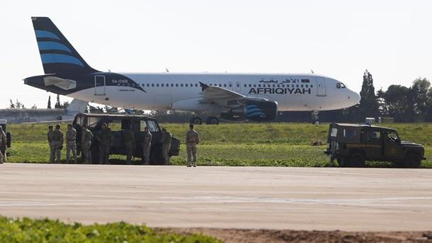 Борт приземлился наМальте— Захват ливийского самолета