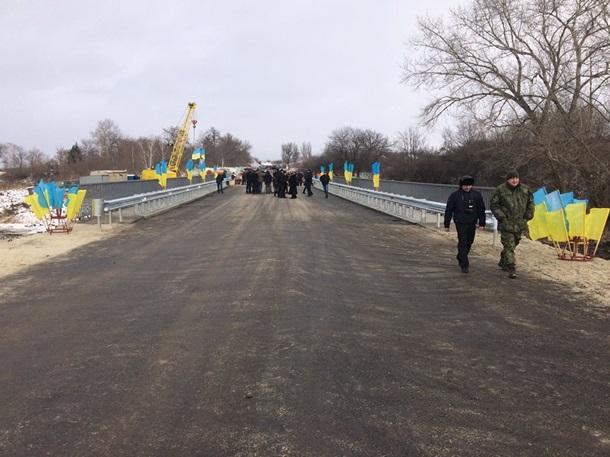 ВДонецкой области восстановили разрушенный боевиками мост