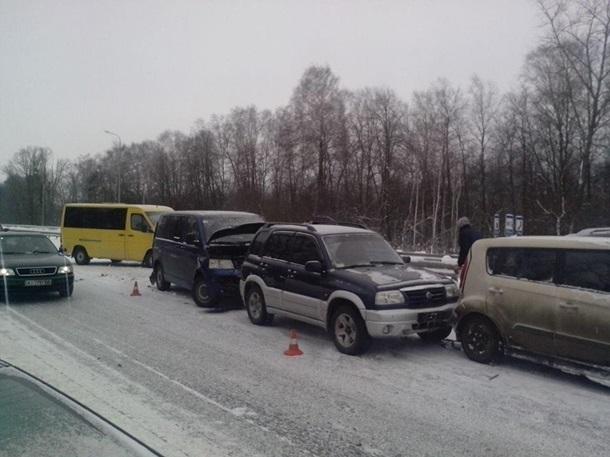 ВЖитомирской области столкнулись 14 авто