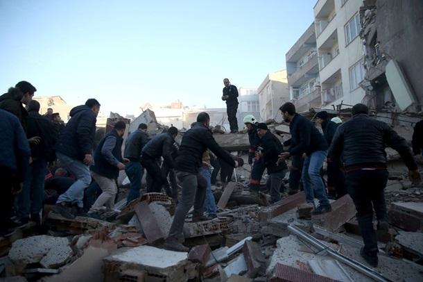 ВСтамбуле обрушилось шестиэтажное строение