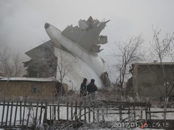 Катастрофа самолета в Киргизии: уже 35 жертв
