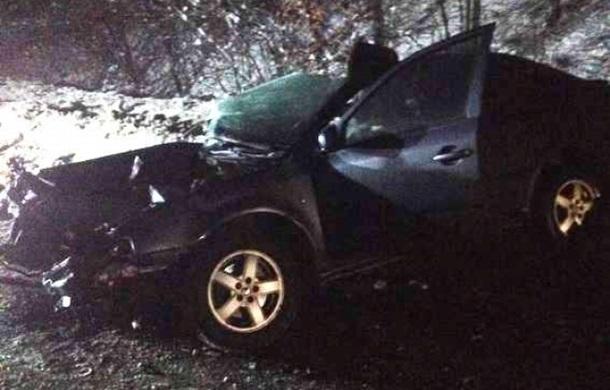 На Закарпатье авто влетело в грузовик, трое погибших