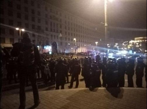 ВКиеве радикалы напали наполицию