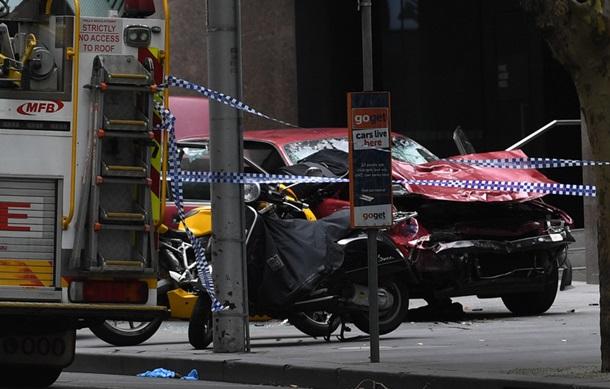 В Мельбурне автомобиль врезался в толпу пешеходов