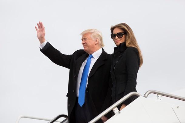 """СМИ обсуждают первый """"инаугурационный"""" наряд жены Трампа"""