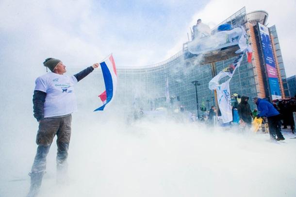 Около здания Евросовета ВБрюсселе распылили тонну сухого молока