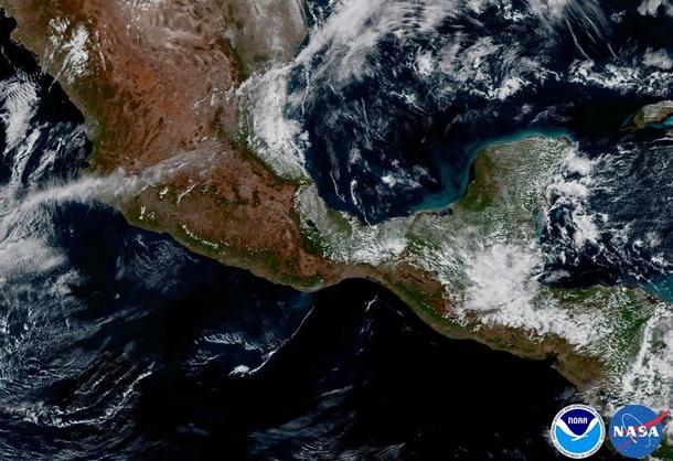 Новый метеоспутник NASA сделал 1-ый семейный HD-снимок Земли иЛуны