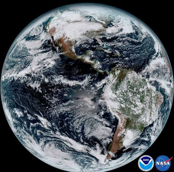 Неповторимый метеоспутник NASA снял семейное фото Земли иЛуны
