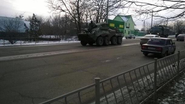 Военная техника на въезде в Симферополь             Центр информации о правах человека в Крыму