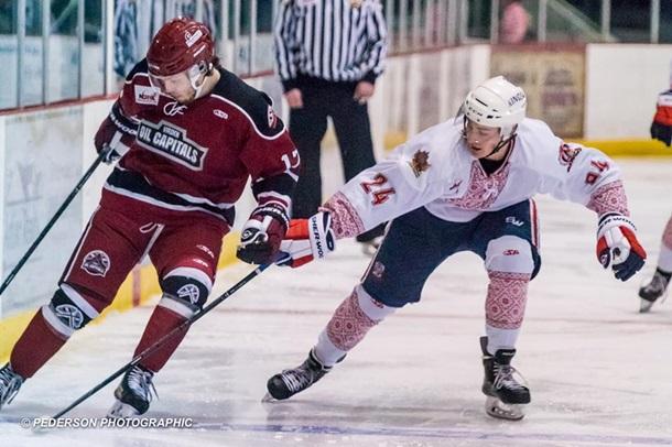 Игроки канадской хоккейной команды одела наигру вышиванки