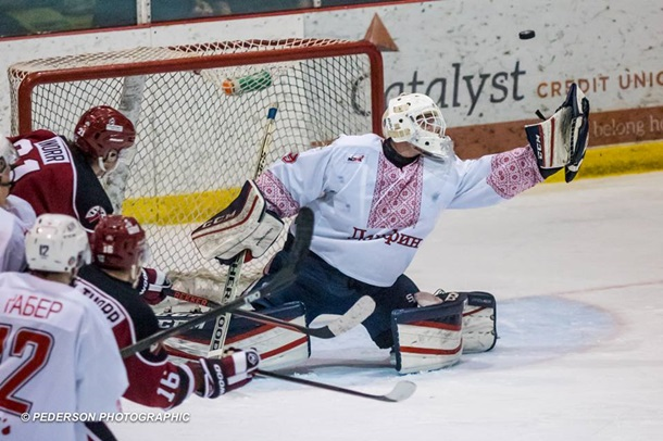 Канадские хоккеисты вышли наигру вукраинских вышиванках
