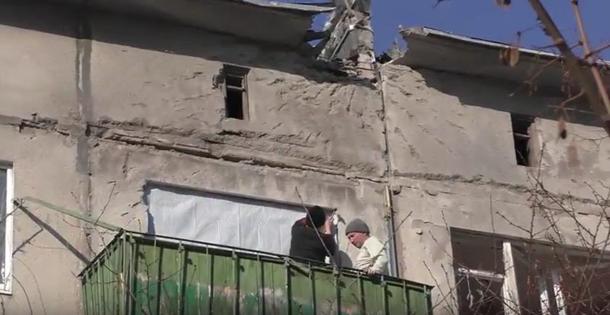 Трогательное видео изАвдеевки: «Пожалуйста, несдавайте наш город»