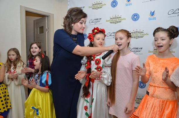 В Киеве открылся Центр арт-терапии для детей переселенцев.