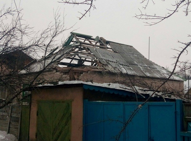 Боевики обстреляли таможенников наКПВВ Марьинка
