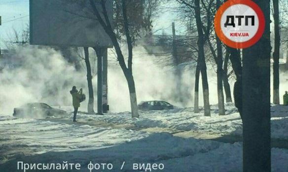 ВКиеве улицу затопило горячей водой