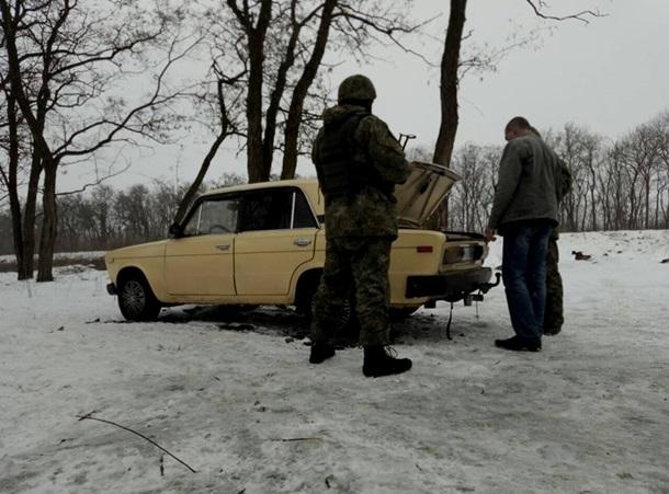 ВБахмуте задержали автомобиль, внутри которого отыскали  рюкзаки сбоеприпасами