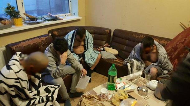 ВКиеве «оборотни» впогонах грабили, пытали изабирали квартиры улюдей
