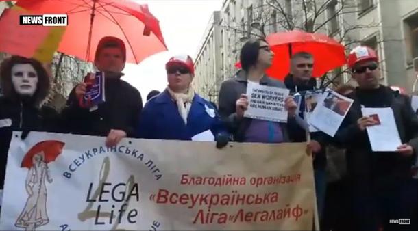 Секс-работницы под Радой требуют отменить штрафы запроституцию