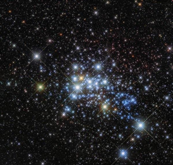 Телескоп «Хаббл» сфотографировал наибольшую звезду Млечного пути