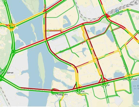 ВКиеве наЮжном мосту из-за дорожно-траспортного происшествия ограничено движение автомобильного транспорта