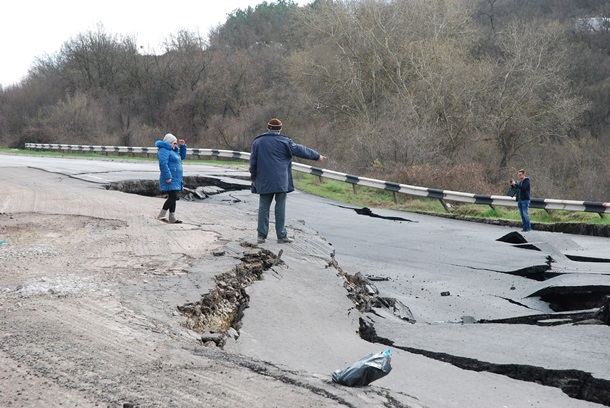 Оползневый участок дороги Севастополь— Симферополь починят через месяц