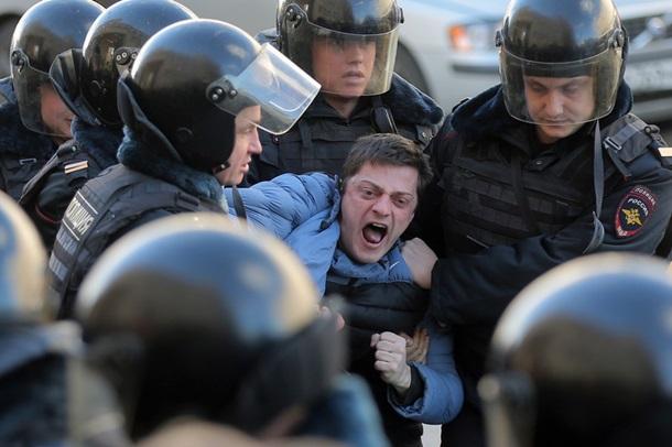Напротестной акции в российской столице задержали неменее 1 000 человек