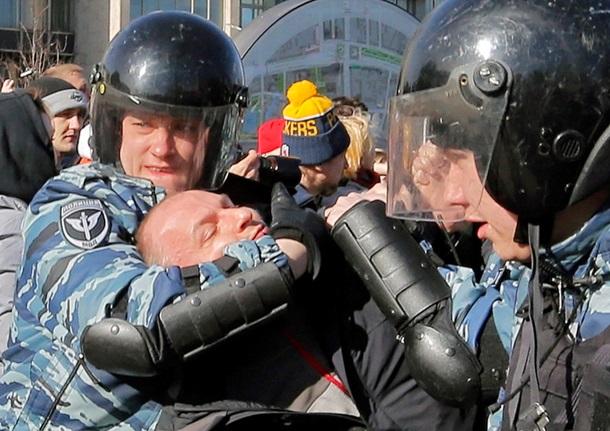 Силовики В. Путина задержали Навального намитинге в столице