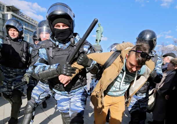 Навального оштрафовали на20тыс.руб. заорганизацию митинга против коррупции власти