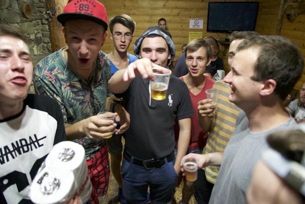 Американский корреспондент снял фильм оночных вечеринках вДонецке