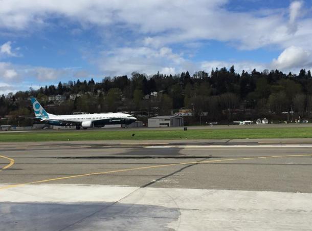 Boeing испытал новый самолет 737 MAX 9 - Фото