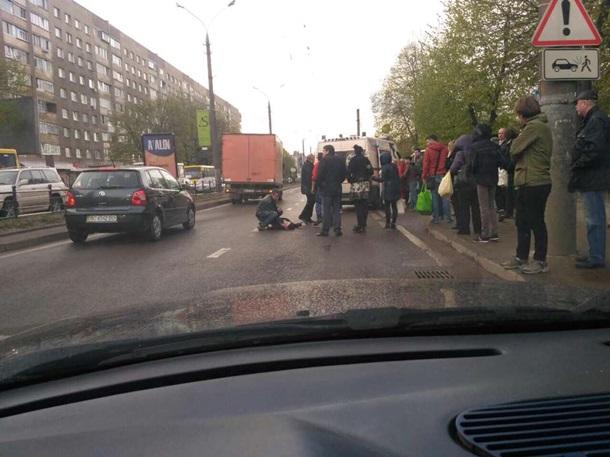 Сбитого машиной подростка воЛьвове переехала скорая
