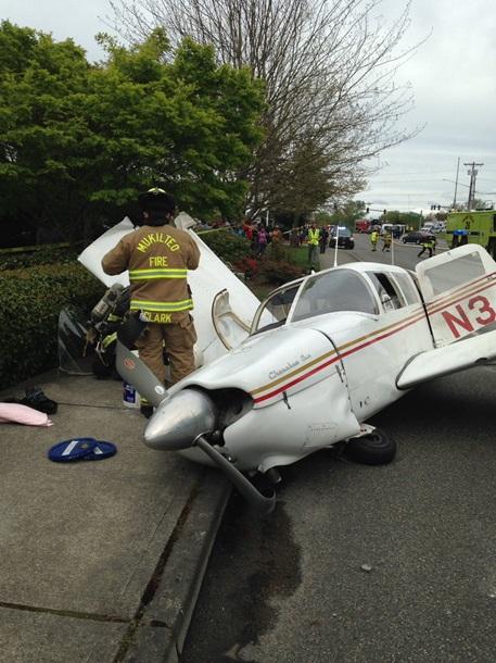В США на шоссе упал самолет