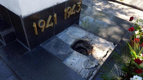 ВХарькове вандалы разгромили братскую могилу