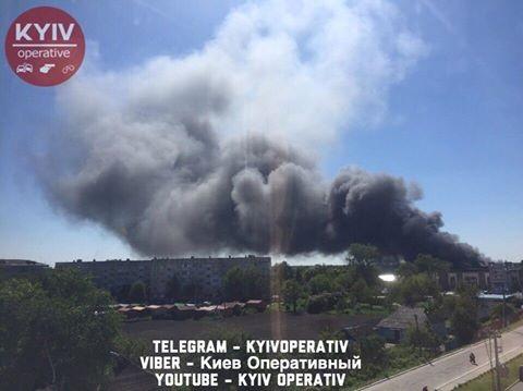 НаКиевщине горит ангар суконной фабрики