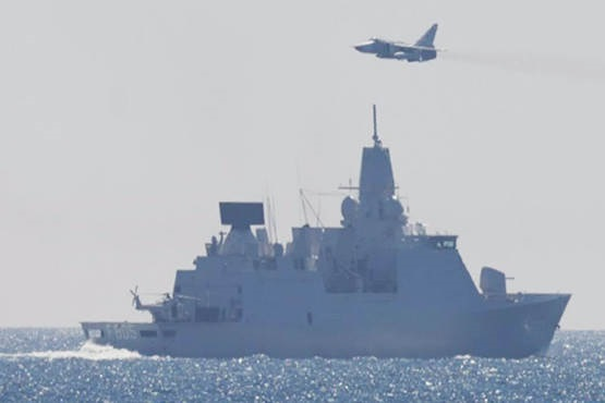 Русские  истребители напугали фрегат Нидерландов