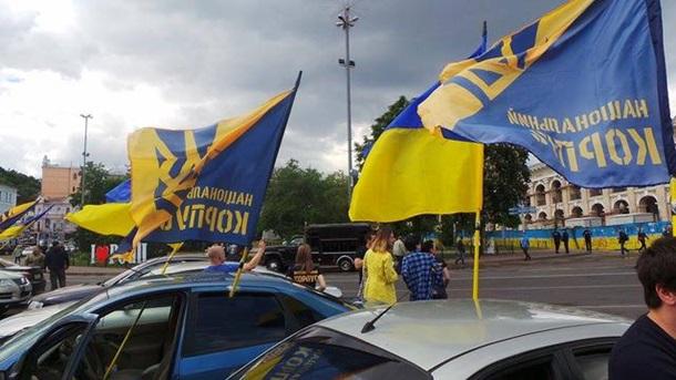 Вцентре столицы Украины  стартовал автопробег кдому Порошенко