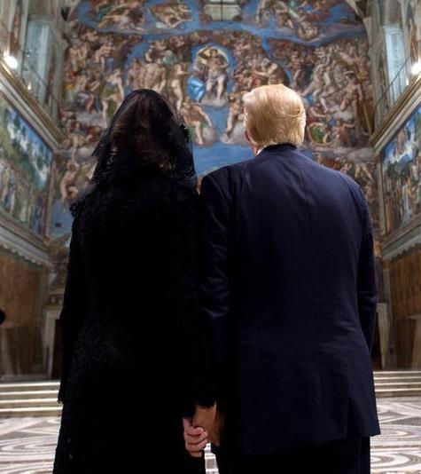 Злой Папа и грустная Мелания. Конфузы турне Трампа
