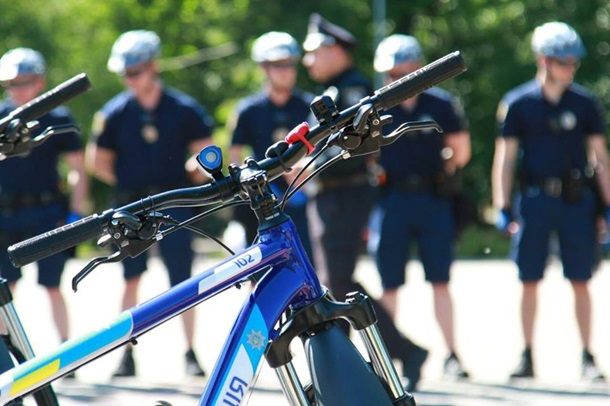 ВКривом Роге заработал полицейский велопатруль— Аваков