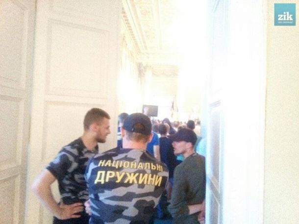 Украинские радикалы устроили погром в помещении Львовского областного совета