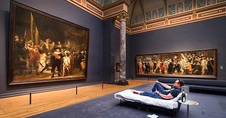 ВАмстердаме посетителю разрешили провести ночь вмузее