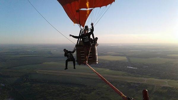 Днепрянин прогулялся между воздушными шарами навысоте 660 метров