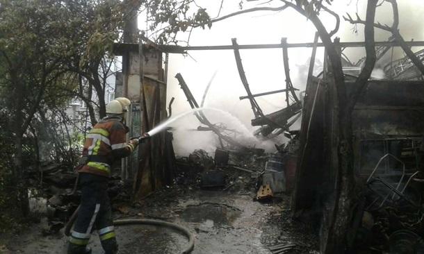 Интенсивный пожар вКиеве: в социальных сетях пишут овзрыве