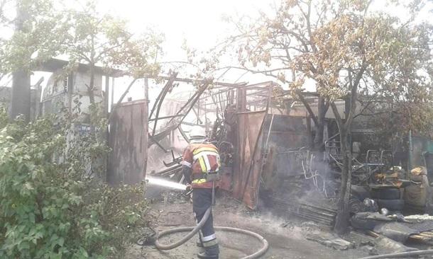 ВДнепровском районе столицы Украины произошел пожар наСТО